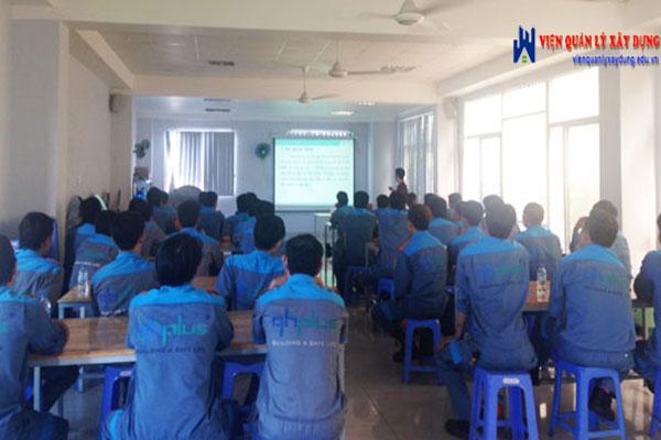 Hình ảnh trong một buổi đào tạo an toàn lao động tại Hà Nội