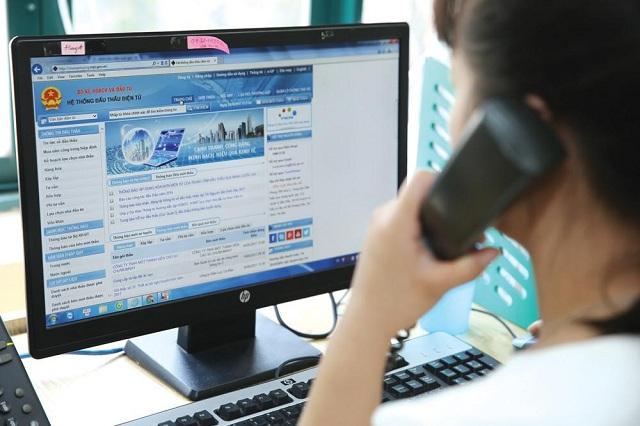 Điền và nộp các hồ sơ có liên quan để đăng ký dự thầu