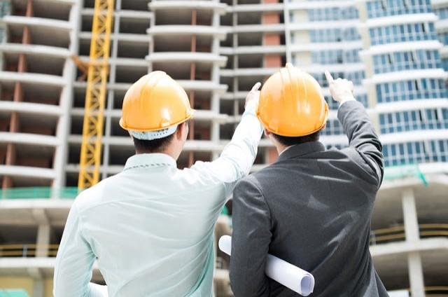Kỹ sư xây dựng trực tiếp chỉ đạo thi công